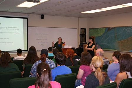 A Writing Center consultant conducts an orientation presentation for incoming English 101 students.
