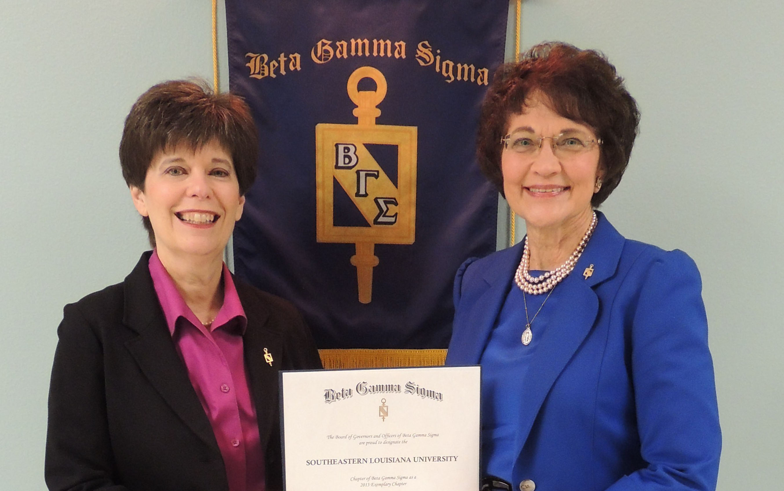 Beta Gamma Sigma receives award